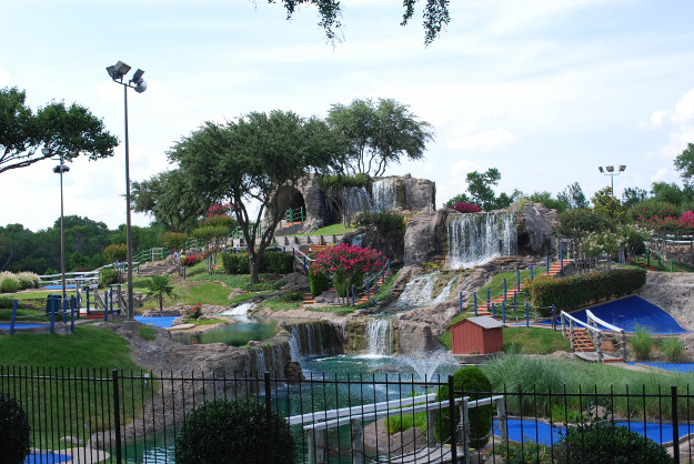 Meet The Man Reviewing A Mini Golf Course In Every US State