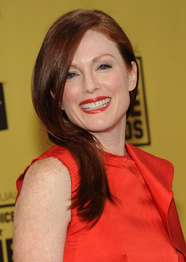 https://media.zenfs.com/en_us/Movies/PhotoG/15th-annual-critics-choice-awards-2010-julianne-moore-40208.jpg