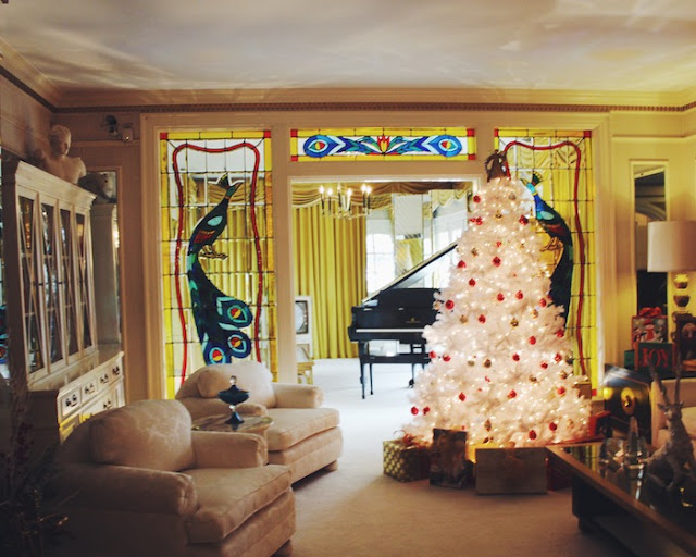 Graceland, Elvis Presley, Elvis's House at Christmas, Graceland at Christmas, Christmas at Graceland 2016, Elvis' Living room decorated for chirstmas