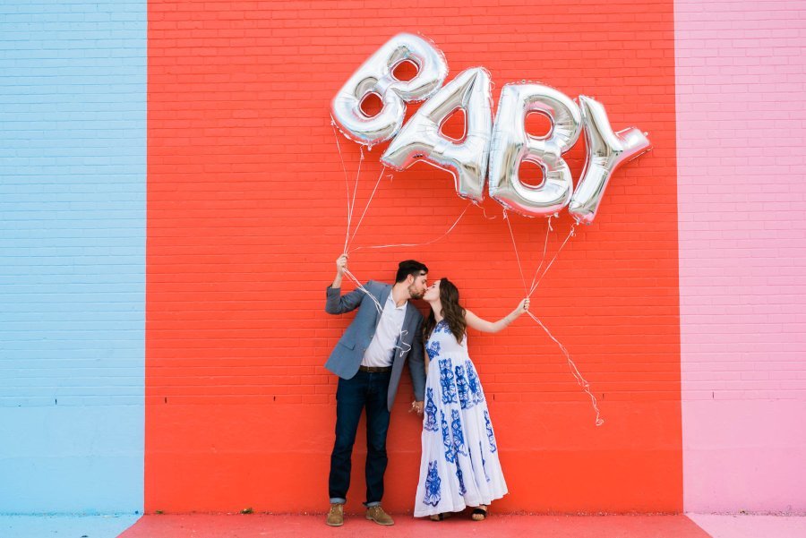 baby reveal balloons, silver baby balloons, sugar and cloth color wall, baby reveal ideas,