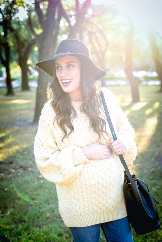 Texas style blogger Alice Kerley styles a vintage Irish Fisherman Sweater with Hunter Rain Boots for Fall.