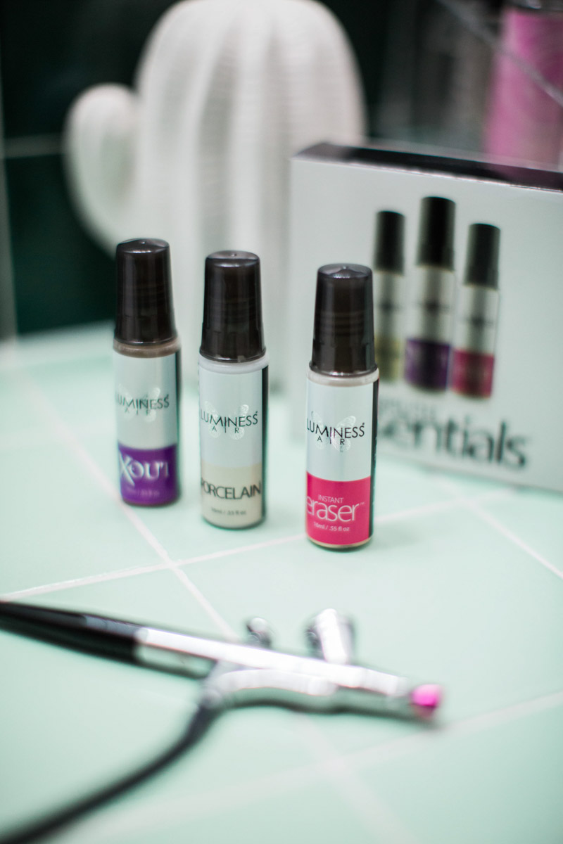 A review of LuminessAir airbrush essentials and a makeup tutorial.