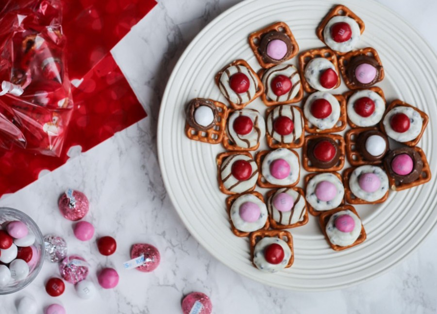 Valentines_Day_Chocolate_Pretzel_Treats-1