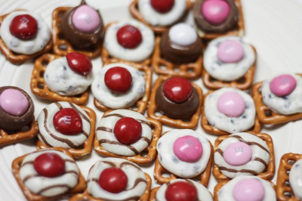 Valentines_Day_Homemade_Chocolate_Pretzel_Treats-6