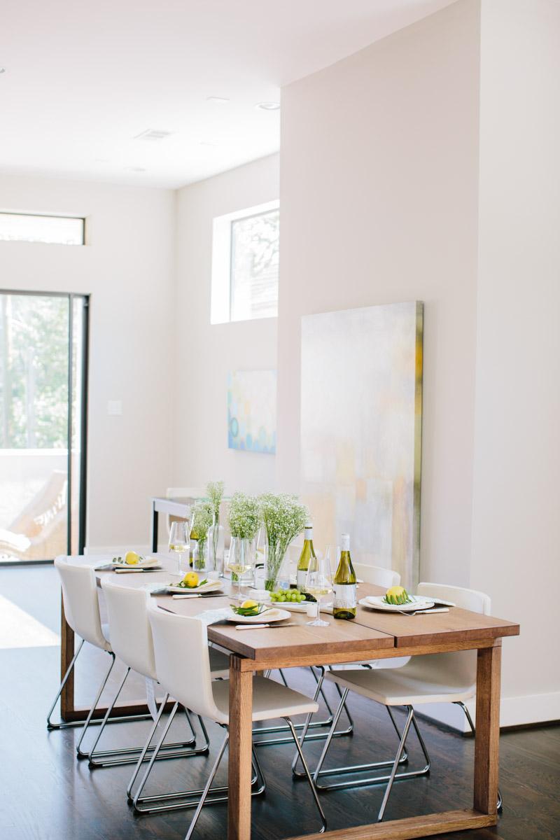 Indoor summer table setting ideas with Rueda Verdejo Wine.