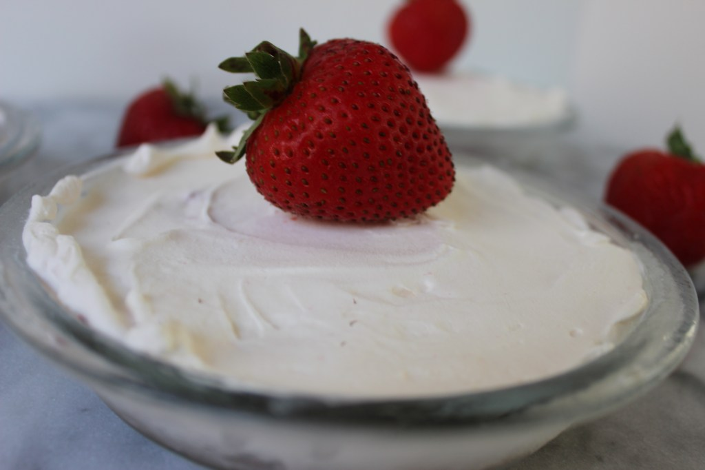 Mini No-Bake Strawberry Cream Pies | longdistancebaking.com