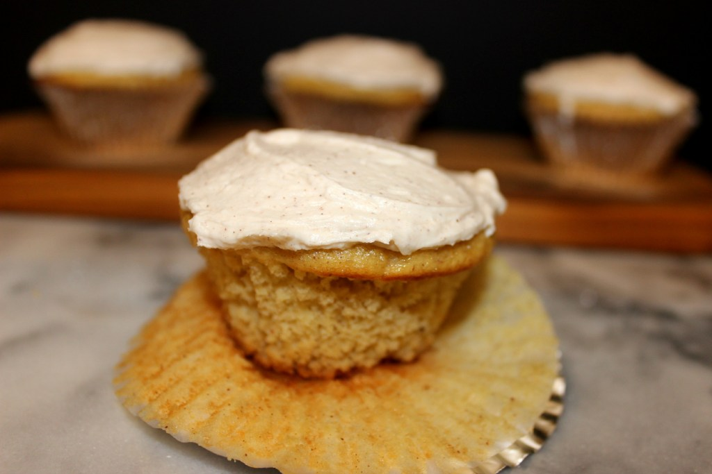 Applesauce Cupcakes w/Cinnamon Buttercream