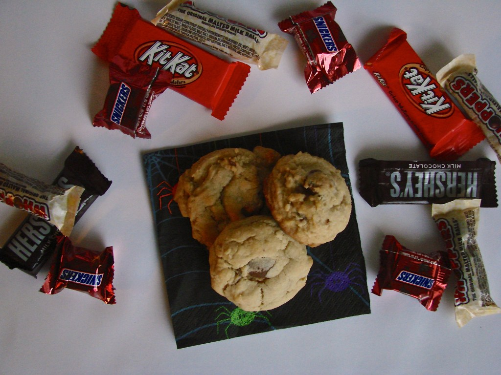 Chocolate Candy Cookies: The perfect use for leftover Halloween candy! | longdistancebaking.com