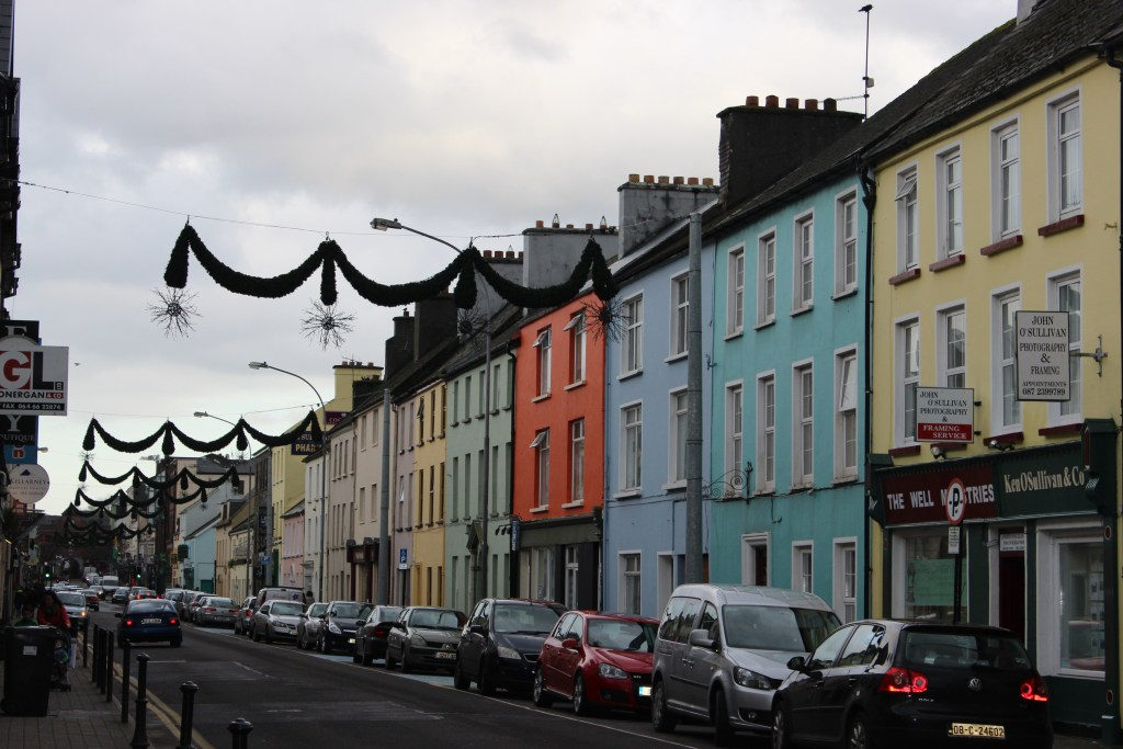 I just loved the multi-colored house in Killarney. This is how I imagined Ireland :)