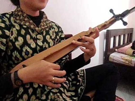 Alat Musik Tradisional Makassar Kecapi Bugis