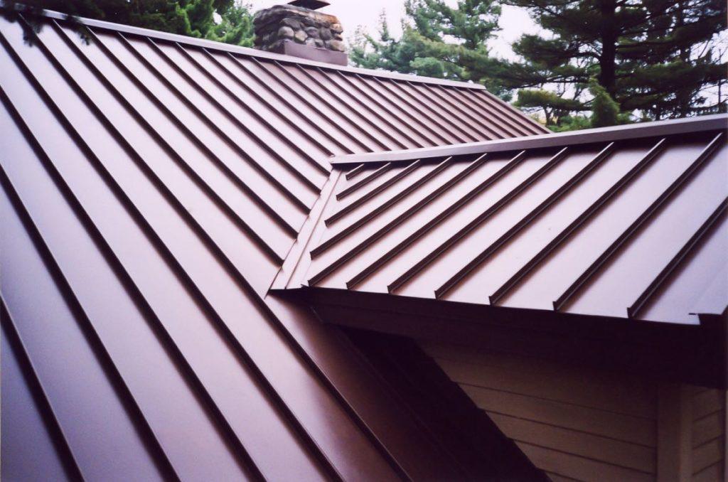 metal roof vs asphalt shingles pros