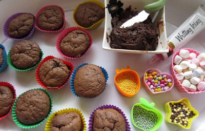 cupcakes and decorating supplies