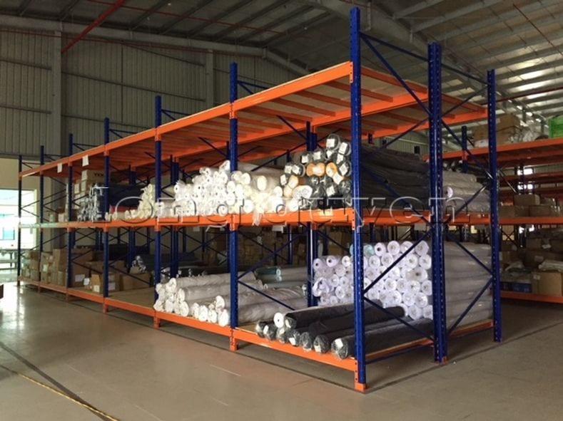 Giá kệ để vải cuộn kho hàng nguyên liệu may công ty Sao Mai (1)
