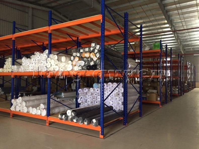 Giá kệ để vải cuộn kho hàng nguyên liệu may công ty Sao Mai (2)