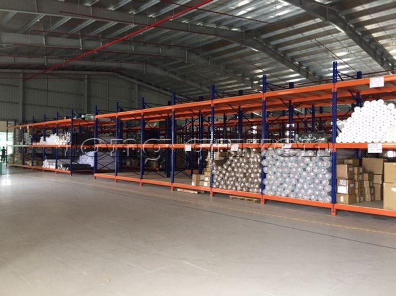 Giá kệ để vải cuộn kho hàng nguyên liệu may công ty Sao Mai (8)