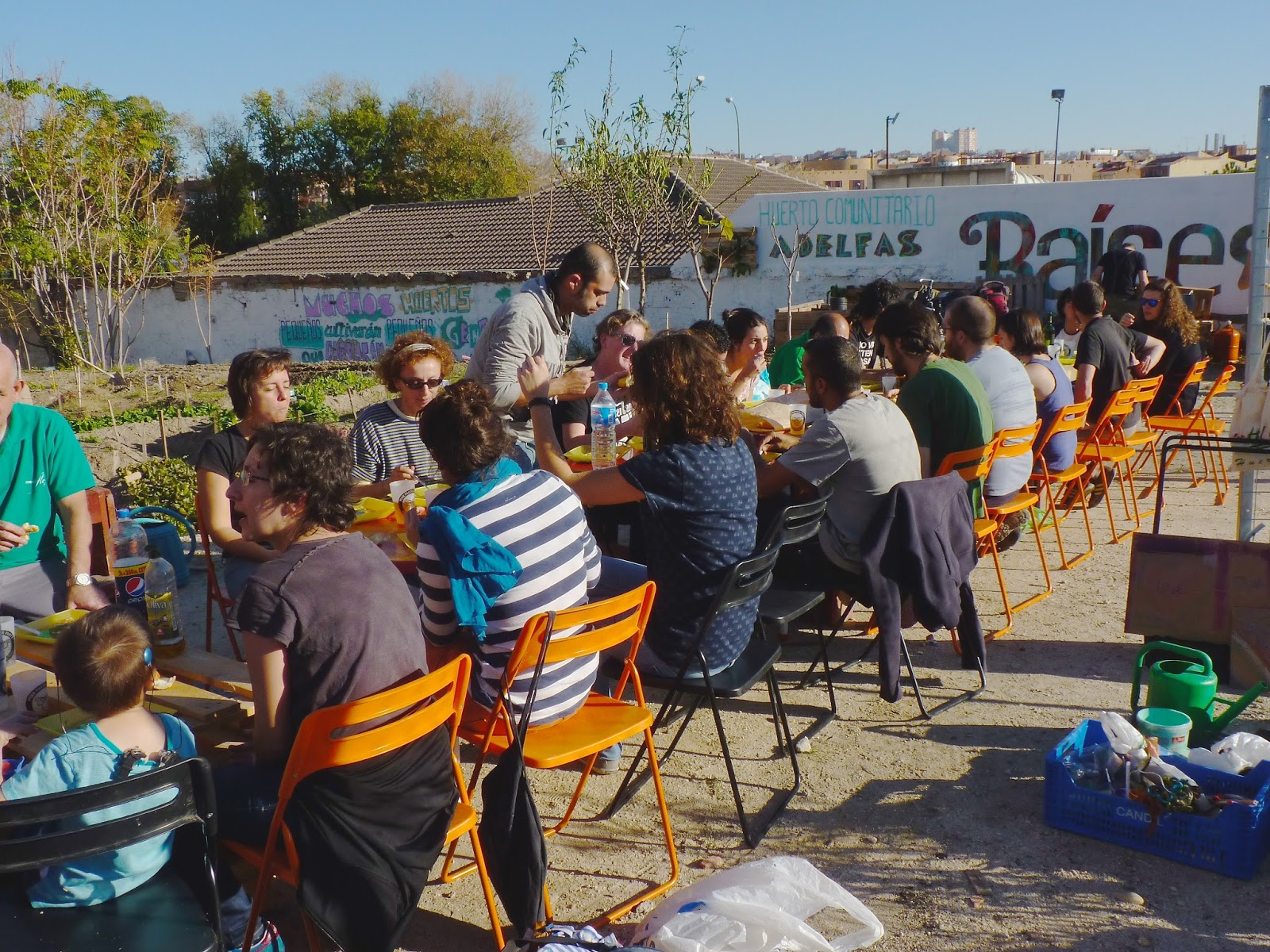 Photo of sharing a meal in Adelfas community garden. Credit: Alberto del Rio