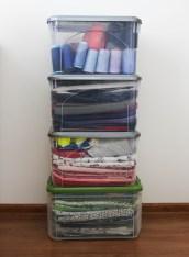 zminimalizowana kolekcja tkanin zajmuje tylko 3 pudła, w czwartym trzymam nici do overlocka