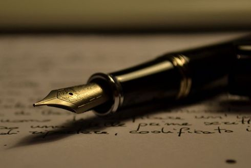 A Stipula fountain pen lying on a written piece of paper. (Photo/Antonio Litterio. Wikimedia Commons   Creative Commons)