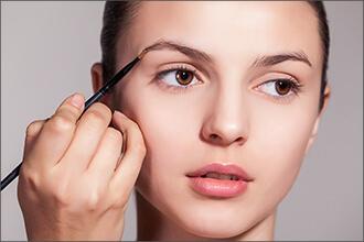 Augenbrauen richtig schminken