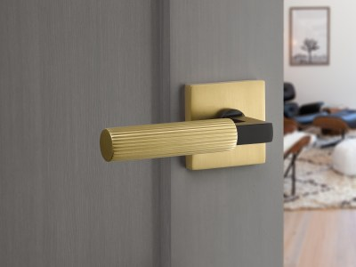 Select_Lever_L-Square_US19_Straight_Knurled_Square_US4_Installed_3900x2566px_300dpi_RGB_HighRes