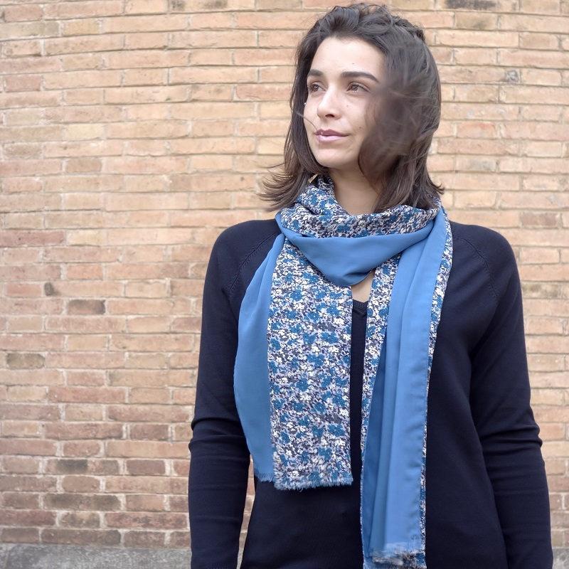 bufanda azul estampada look by lyly