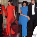 Meghan Markle con gli abiti rosso e blu Safiya