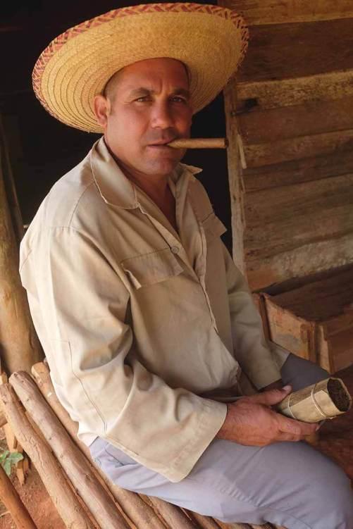 Campesino a mostrar como se fuma...