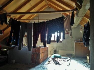 Po ndriçon dielli sot, shpresoj që rrobat e mia do të jenë thatë pas pak!