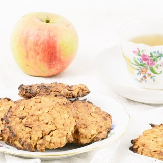 Soft Cookies with Fresh Apples,  Apple Sauce, Rolled Oats and Cinnamon