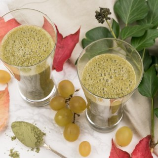 Green Grape Power Smoothie with Banana, Wheatgrass and Spirulina