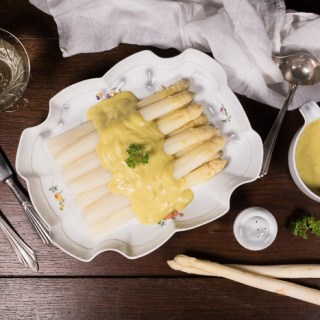 White Asparagus with an Easy Nutmeggy Gravy
