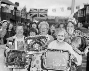 Chris Killip. Celebrating the Queen´s Silver Jubilee, North Shields, Tyneside, 1977.