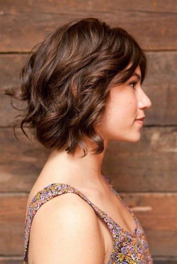 Волнистые волосы до плеч