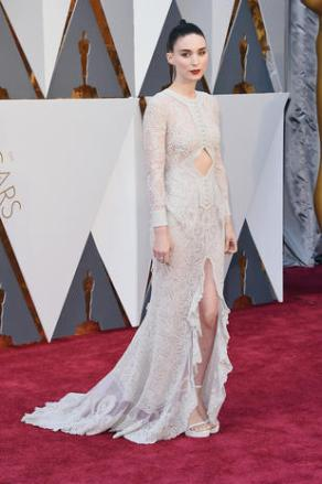 HOLLYWOOD, CA - FEBRUARY 28: Actress Rooney Mara attends the 88th Annual Academy Awards at Hollywood & Highland Center on February 28, 2016 in Hollywood, California. (Photo by Jason Merritt/Getty Images)