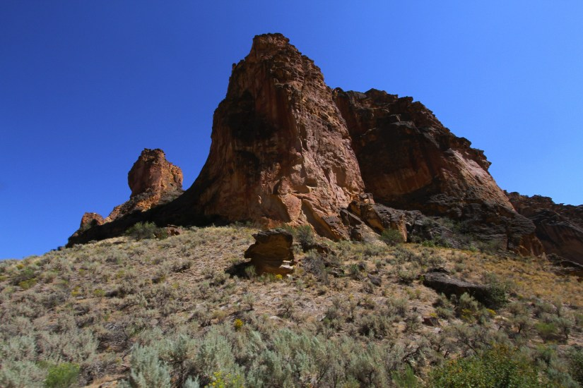 This place in  Eastern Oregon is popular for the same reasons as just any other canyon of Oregon.