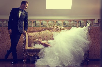bride-groom-relaxing-dallas-fort-worth-weddings-planner