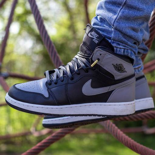 black jordans with black leather shoelaces with gold tips 3
