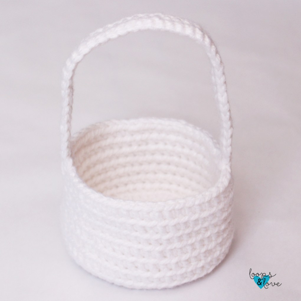 basket base with handle sewn on