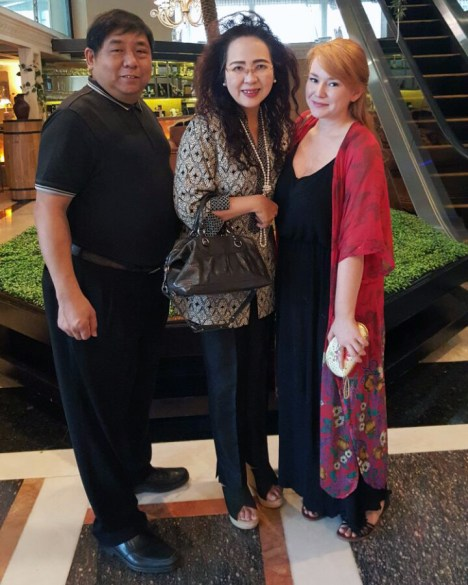 Ibu Khoe Ribka, CEO of South Jakarta's four-star Amos Cozy Hotel, between myself and her lovely husband Jakub.