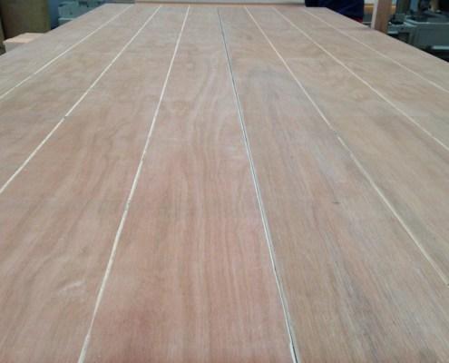 Panel sandwich de madera con tablero fenolico pino