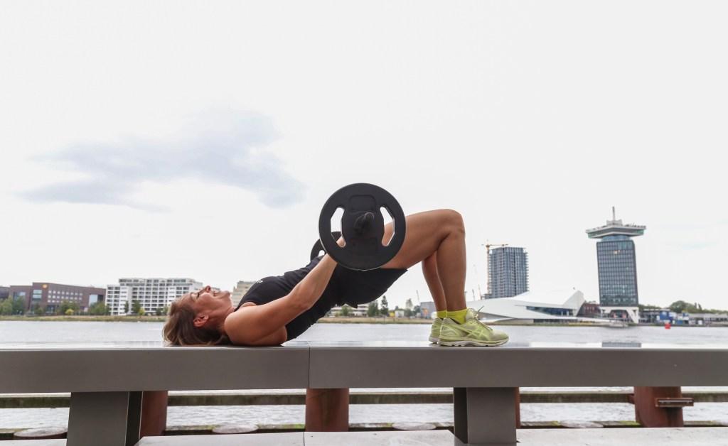 Krachttraining verhoogt je (rust)metabolisme, waardoor je makkelijker gewicht kan verliezen