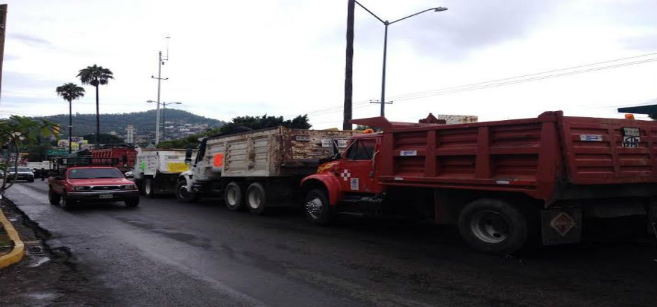 Incendian otro camión y CTM mantiene el bloqueo en carretera de Oaxaca - Foto de Quadratin
