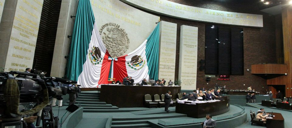 Debaten diputados tercer dictamen energético - Foto de Noticieros Televisa