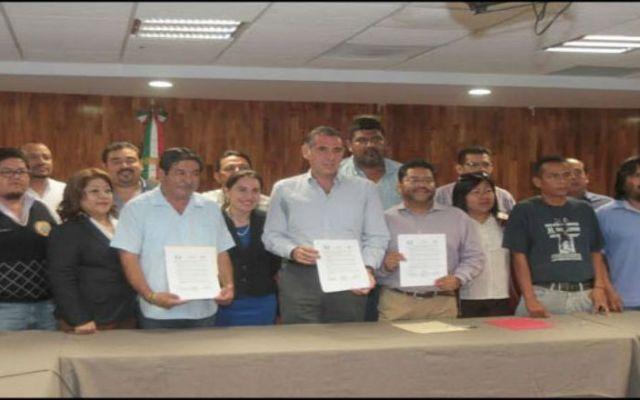 Acuerdan plazo maestros, Cué y diputados de Oaxaca para el anteproyecto de ley educativa - Foto de Quadratin