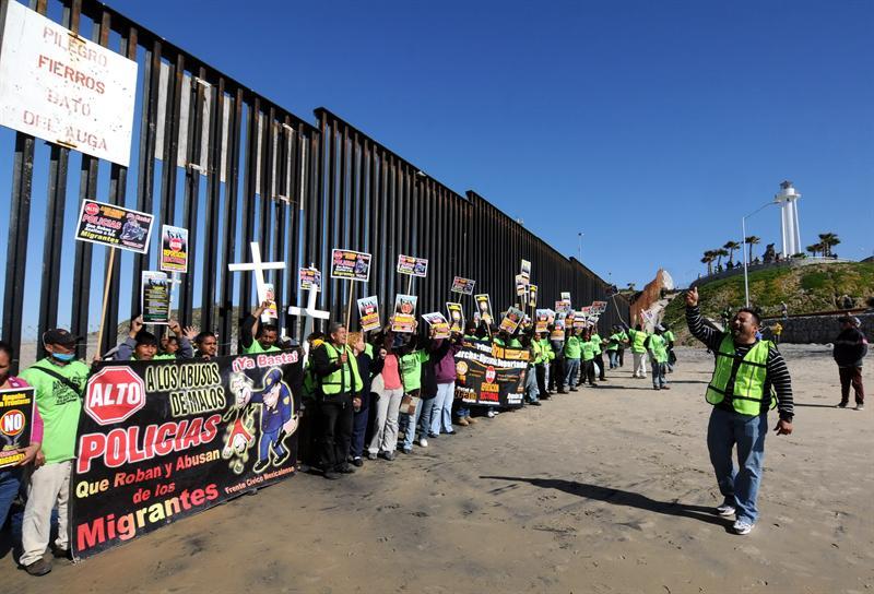 Alertan de fraudes contra trabajadores migrantes - A los migrantes les prometen visa y empleo