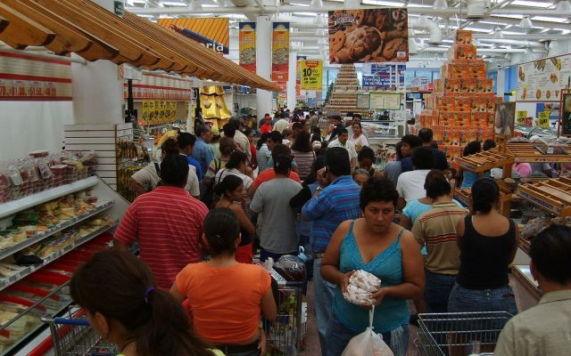 Confianza del consumidor cae 7.6% en julio - Internet