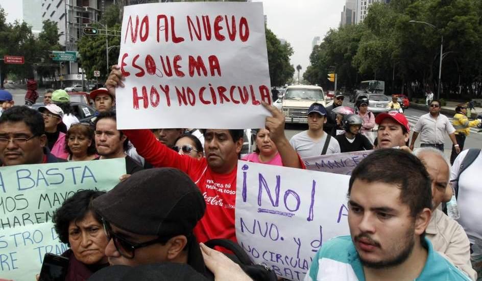 Protestan frente al SAT por Hoy No Circula - Foto de 20 minutos