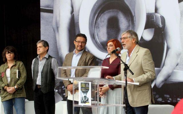 """Recuerdan a Mario Benedetti con lectura pública de """"La tregua"""" - foto de Notimex"""