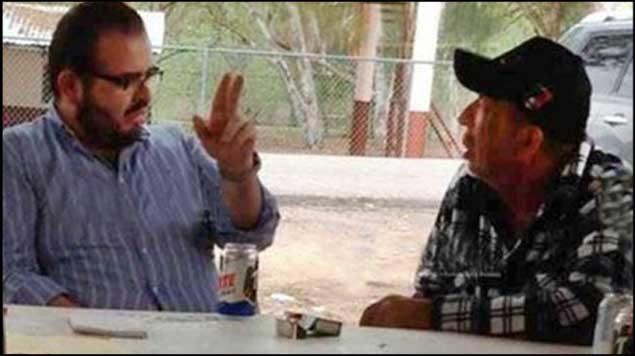 Rodrigo Vallejo se reunió voluntariamente con La Tuta, aseguran michoacanos - Rodrigo Vallejo al lado de Servando Gómez \'La Tuta\'