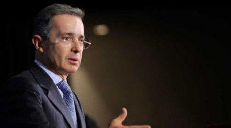Denuncian a ex presidente de Colombia por espionaje - Foto de Internet